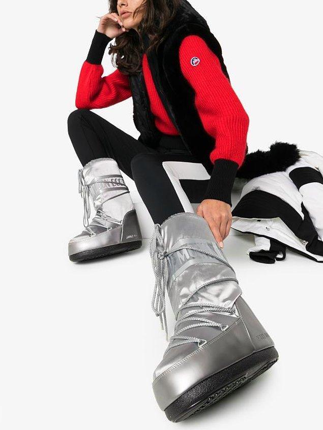 7. Kar tatillerinin vazgeçilmeziyken sokaklara da çıkan ay botları.