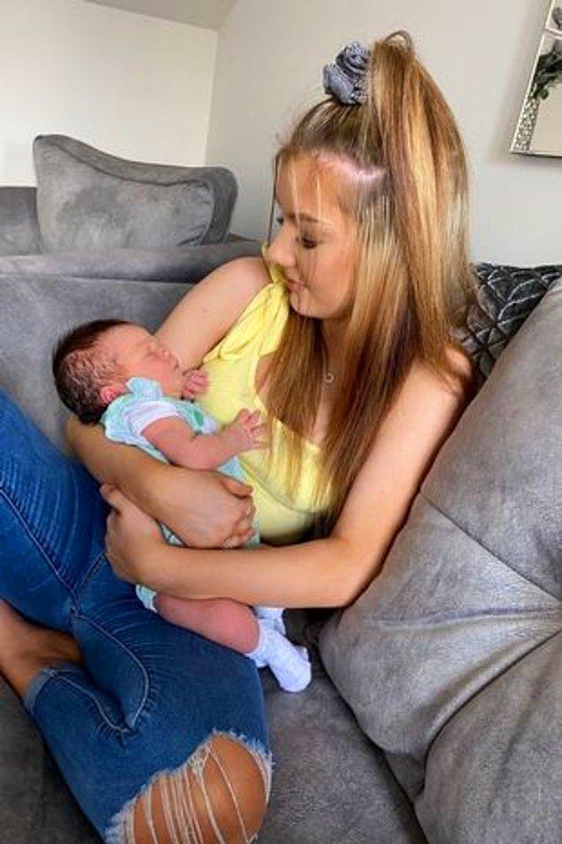 34 yaşındaki Jenni Medlam ve 35 yaşındaki eşi Richard, kızları Charmaine'den beklenmedik haberi aldıktan sonra Haziran ayında bebek Isla-May'in doğumuyla çok mutlu olmuşlar.