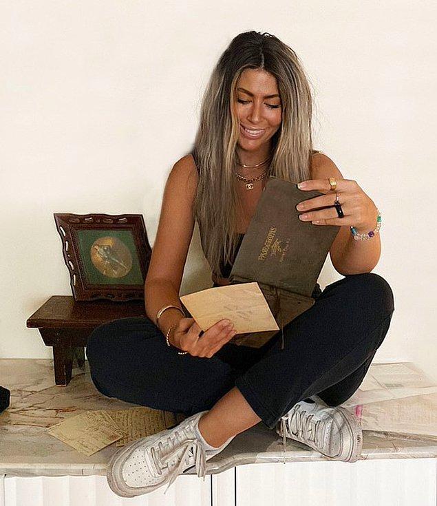 İkinci el pazarlardan fotoğraf albümleri alan 28 yaşındaki TikTok kullanıcısı hobisini bi' tık üst seviyeye yükselterek albümlerin eski sahiplerini bulmaya karar vermiş.