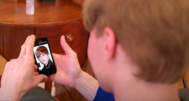 Ancak işin ilginç kısmı Toby'nin bir Justin Bieber fanı olmaması... O, sadece fiziksel görünüşünden hoşlandığı için bu ameliyatları yaptırıyor.
