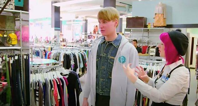 O kendisini ne kadar beğense de sokakta Bieber'a pek benzemediği yönünde yorumlar duyuyor. Bunun üzerine Bieber'a benzemek için atacağı yeni adımda bir profesyonelden yardım alması gerektiğine inanıyor.