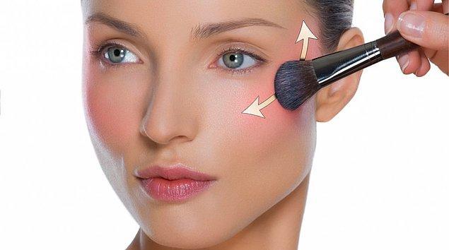 8. Allık uygulamanızı doğru fırça ve doğru renkle yapmanız yine makyajın bütününü doğrudan etkileyen bir unsur.