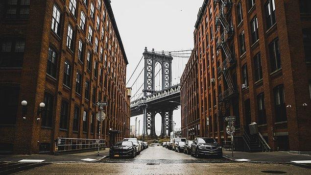 Medya, sanat ve ekonominin başkenti olan New York, gökdelenleri, müzeleri, meşhur köprüleri ve hareketli günlük hayatı ile birçok insanın gözde şehri olmayı başarmış, pahalı ama görmeye değer şehirlerden.