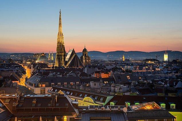 Şehre has şarabı ile ünlü olan Viyana, Sigmund Freud Müzesi ve Viyana Opera Binası gibi kültürel ve bir o kadar da tarihi noktalara ev sahipliği yapıyor.