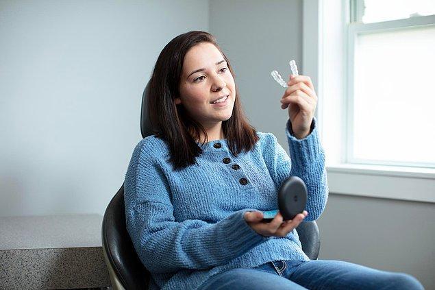 İstenilen sonuca ulaşabilmek için şeffaf plakların ne kadar süre ağızda kalması gerekiyor?