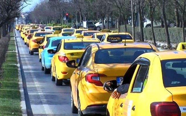Bu durumun en büyük nedenlerinden bir tanesi de taksicilerin kendi vatandaşları yerine turistleri tercih etmesi.