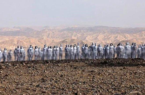Lut Gölü'nde Vücutlarını Beyaza Boyayıp Çırılçıplak Poz Verdiler! ABD'li Sanatçı Spencer Tunick Destekledi...