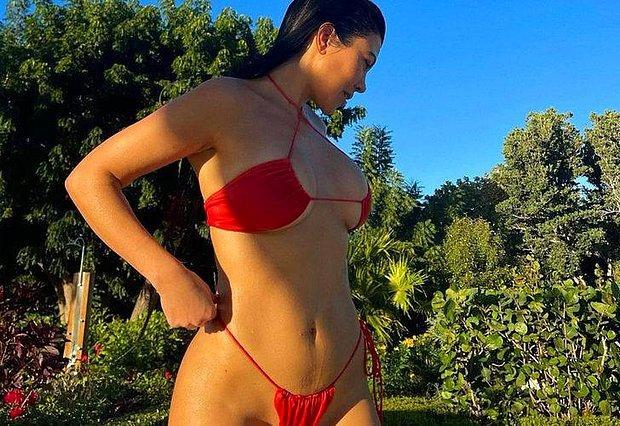 Kourtney Kardashian'dan Yatak Odasından Kelepçeli Paylaşım!